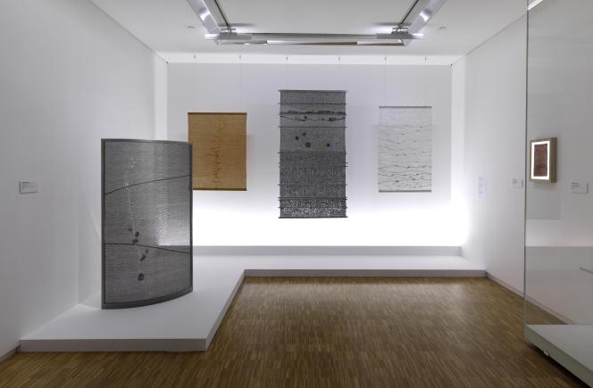 Paravent et panneaux signés Simone Prouvé, exposés au Centre Pompidou.