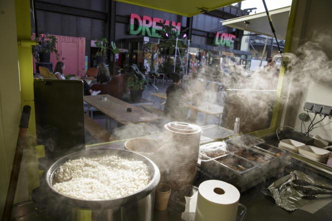Heat est un food court dans le quartier de Confluence,où des chefs différents se succèdent chaque semaine. Ici, le stand deSouth Indian Foodie.