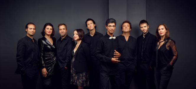 L'Ensemble Variances. De gauche à droite : Romuald Grimbert-Barré (violoniste), Elisa Humanes (percussionniste), Nicolas Prost (saxophoniste), Marie Vermeulin (pianiste), Carjez Gerretsen (clarinettiste), Thierry Pécou (directeur artistique, compositeur et pianiste), David Louwerse (violoncelliste), Pierre Bibault (guitariste), Anne Cartel (flûtiste).