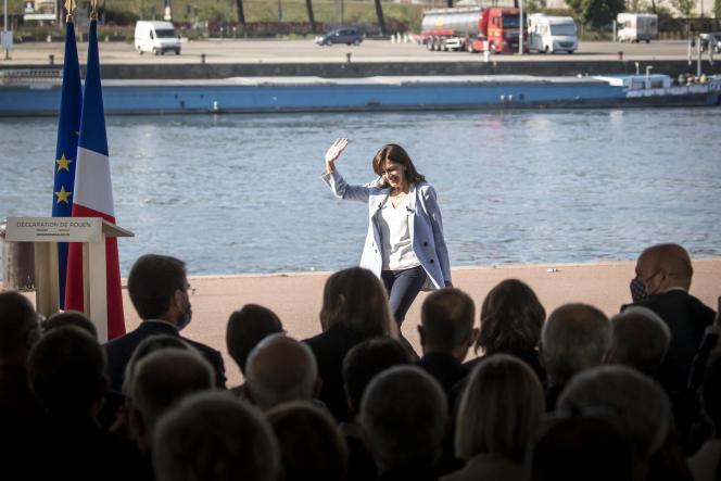 Anne Hidalgo annonce sa candidature à l'élection présidentielle depuis l'esplanade du Quai de Boisguilbert, à Rouen, le 12 septembre 2021.