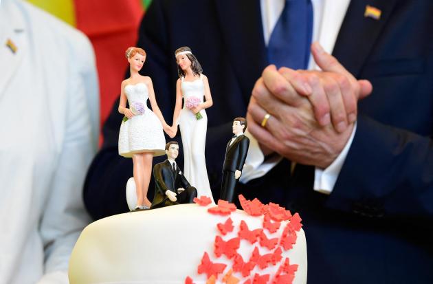 Le groupe parlementaire du parti écologiste allemand célèbre l'adoption du mariage pour tous au Bundestag, à Berlin, le 30 juin 2017.