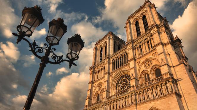 Vue de la façade de Notre-Dame-de-Paris.