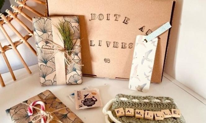 La Boîte aux livres réunit un ou deux livres de seconde main et accessoires fabriqués par Marina.