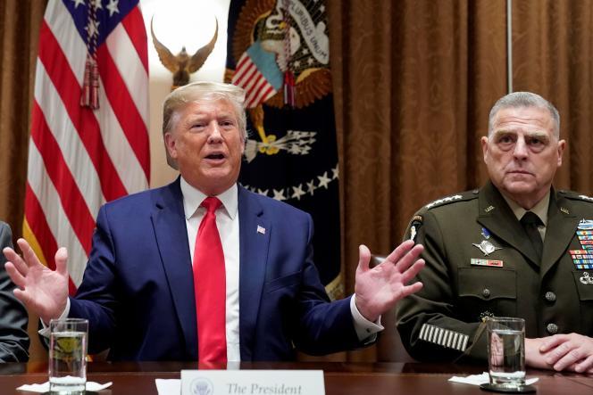 Le président américain Donald Trump et le général Mark Milley, chef des armées, à la Maison Blanche, à Washington, le 7 octobre 2019.