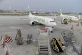 Le tarmac de l'aéroport de Paris Orly le jour de la réouverture des vols le 26 juin 2020, jour de l'action d'Extinction Rebellion.