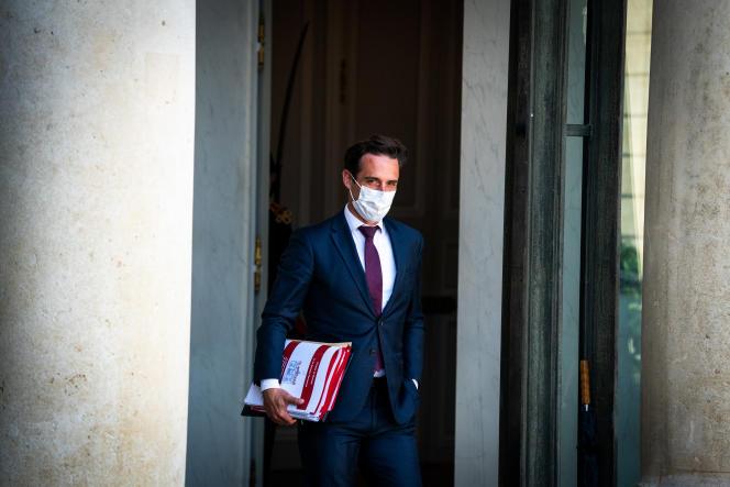 Jean-Baptiste Djebbari, ministre délégué aux transports, à la sortie du conseil des ministres, à Paris, le 25 août 2021.