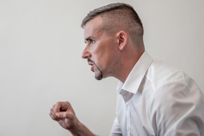 Peter Jakab dans le bureau du parti Jobbik à Miskolc, Hongrie, le 14 septembre 2021.