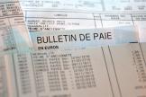 Un bulletin de paye le 22 juin 2012 à Lille.