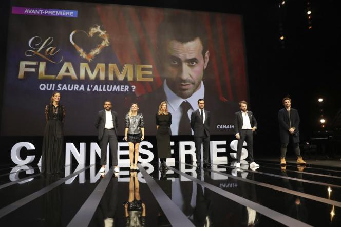Doria Tillier, Youssef Hajdi, Camille Chamoux, Céline Sallette, Jonathan Cohen, Jérémie Galan et Florent Bernar, à Cannes, le 9 octobre 2020, lors du Festival Canneséries 2020.