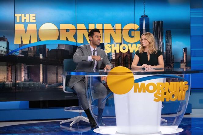 Hasan Minhaj et Reese Witherspoon dans «The Morning Show», saison 2.