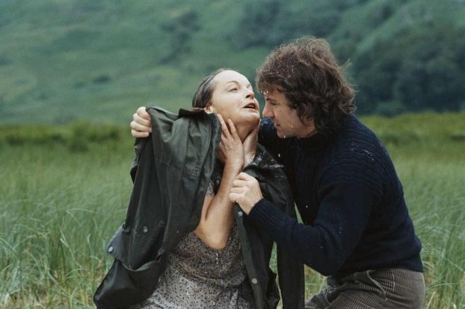 Romy Schneider et Harvey Keitel dans le filmdramatique franco-allemand réalisé parBertrand Tavernieren1980 :« La mort en direct».