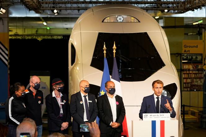 Emmanuel Macron in front of the latest TGV, at the Gare de Lyon, in Paris, September 17, 2021.