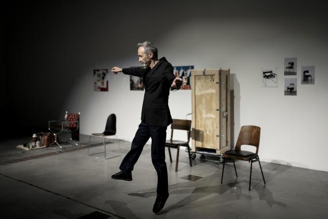 Jean-Paul Sidolle (Musée des Beaux-Arts de Nantes) dans le spectacle «Gardien Party», de Mohamed El Khatib et Valérie Mréjen, au MuCEM, à Marseille, le 9 septembre 2021.