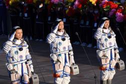 Les trois astronautesNie Haisheng, Liu Boming et Tang Hongbo lors de leur cérémonie de départ en Chine, le 17 juin 2021.