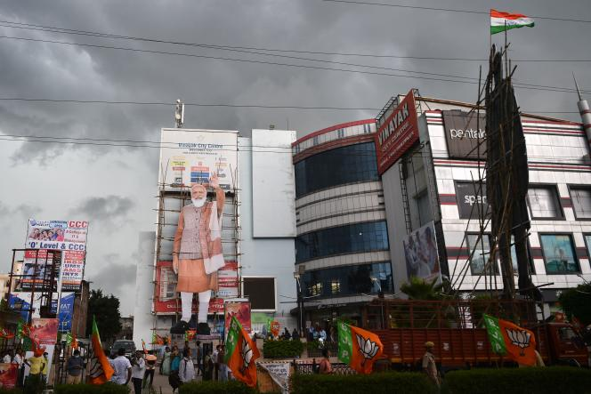 L'image de Narendra Modi devant un centre commercial à l'occasion des célébrations du 71e anniversaire du premier ministre indien, à Allahabad (Inde), le 17 septembre 2021.