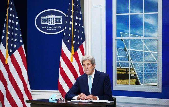 Amerikaanse speciale klimaatgezant John Kerry in een virtuele ontmoeting met het Climate and Energy Forum of Major Economies in het Witte Huis, Washington, 17 september 2021.