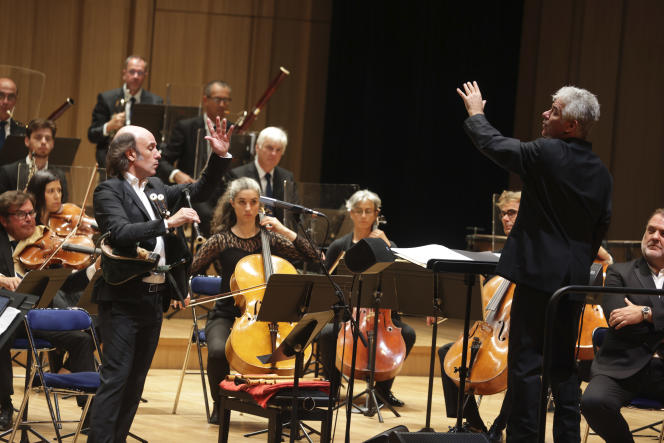 The National Orchestra of Brittany under the conduct of Welsh conductor Grant Llewellyn (right) with bagpiper Carlos Nuñez (left), on September 16, 2021, in Rennes.