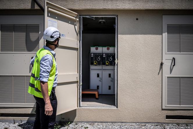 Un employé de Schneider Electric, à Grenoble, le 15 juin 2021.