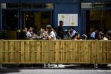Terrasse d'un bar, sur le quai de Jemmapes, dans le 10earrondissement de Paris, le 23juillet 2020.