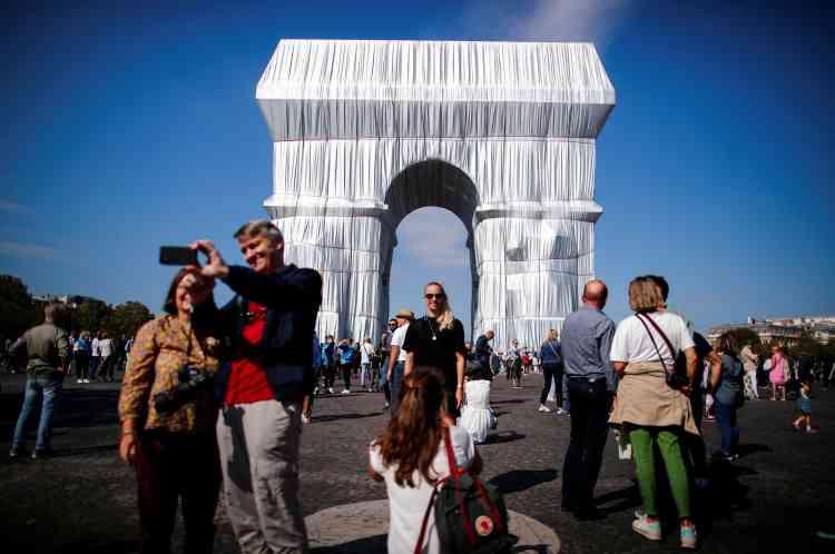 Des milliers de personnes se sont pressées, samedi 18septembre, à l'occasion des Journées du patrimoine, aux abords du célèbre monument parisien.