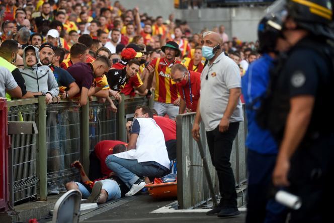 Un supporteur a été blessé lors de heurts pendant le derby opposant Lens à Lille, le 18 septembre 2021.