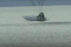 La capsule a été ralentie par le déploiement de quatre grands parachutes, au large de la Floride, samedi 18 septembre 2021.
