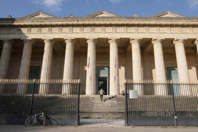 Cour d'assises de Bordeaux, le 10 novembre 2011.