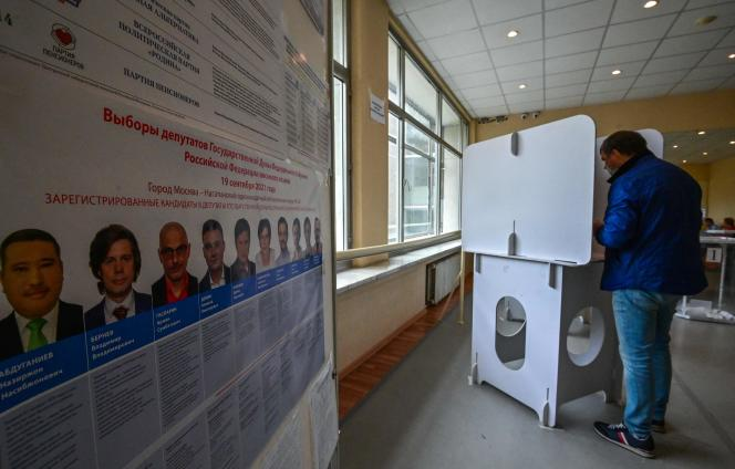 One person is voting for the Russian parliamentary elections on September 19, 2021 in Moscow.