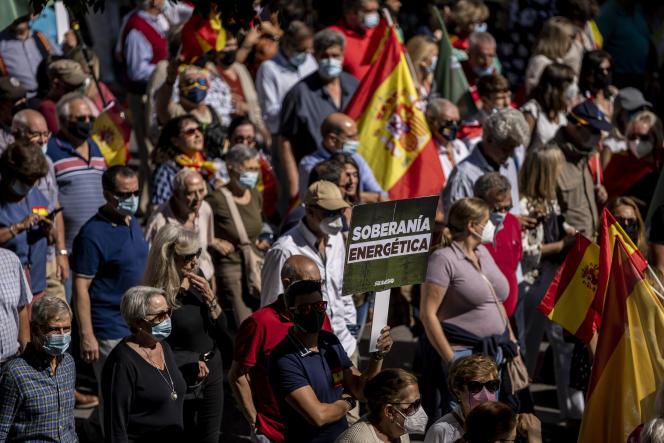 Demonstracja przeciwko wzrostowi cen energii elektrycznej w Madrycie 19 września 2021 r.