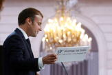 «Arrière-pensée électorale», «mots justes»… Les réactions aux annonces d'Emmanuel Macron sur les harkis