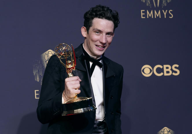 Josh O'Connor, a remporté l'Emmy du meilleur acteur pour la série «The Crown» lors de la 73e cérémonie des Emmys, à Los Angeles, le 19 septembre 2021.