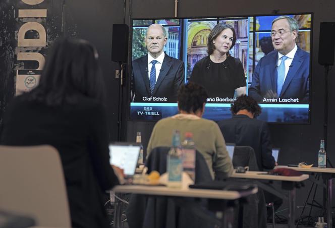 Los tres candidatos a cancillería durante el tercer debate televisado en Berlín el 19 de septiembre de 2021.