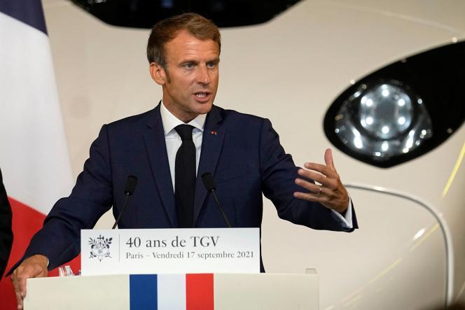 Emmanuel Macron, lors de la cérémonie organisée pour les 40 ans du TGV, vendredi 17 septembre, gare de Lyon.
