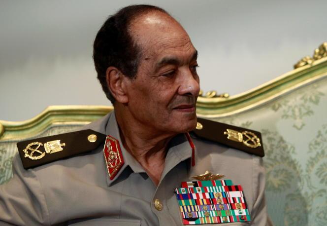 Mohammed Hussein Tantaoui durante una entrevista con el presidente egipcio Mohamed Morsi, 31 de julio de 2012