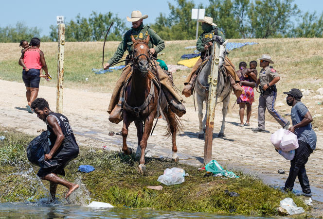 Mounted border guards push back migrants to the Texas border on September 19, 2021.