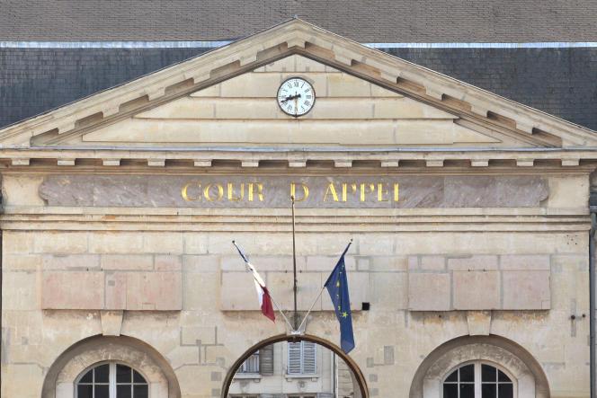 Le fronton de la Cour d'appel de Versailles, le 30 septembre 2011.