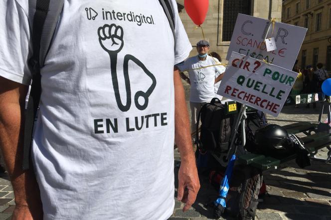 Rassemblement des salariés d'InterDigital aux abords du ministère de la recherche, à Paris,le 10 septembre 2021.