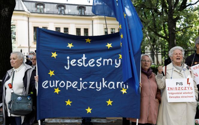 Proeuropejska demonstracja w Warszawie 22 września 2021 r. przed orzeczeniem Trybunału Konstytucyjnego w sprawie zgodności traktatów unijnych.