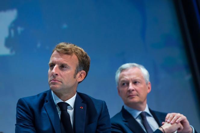 Emmanuel Macron et Bruno Le Maire, le ministre de l'économie, des finances et de la relance, à Paris, le 16 septembre 2021.