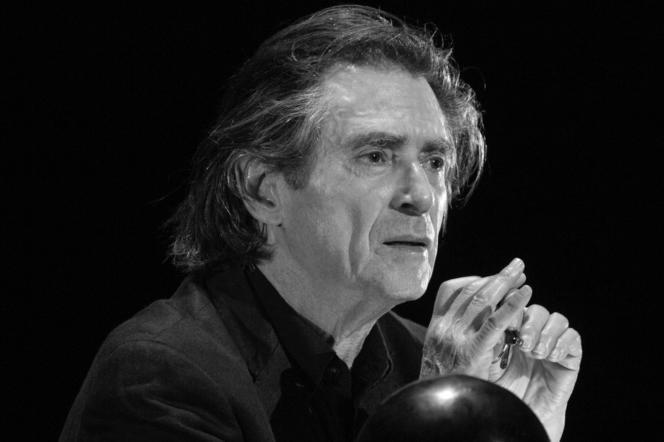 Sami Frey en répétition de sa lecture d'« Un vivant qui passe », de Claude Lanzmann, au Théâtre de l'Atelier, à Paris.