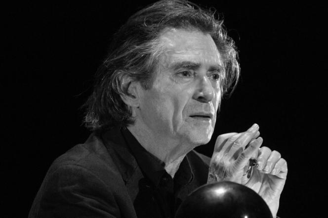 Sami Frey en répétition de sa lecture d'« Un vivant qui passe », de Claude Lanzmann, en décembre 2020, au Théâtre de l'Atelier, à Paris.