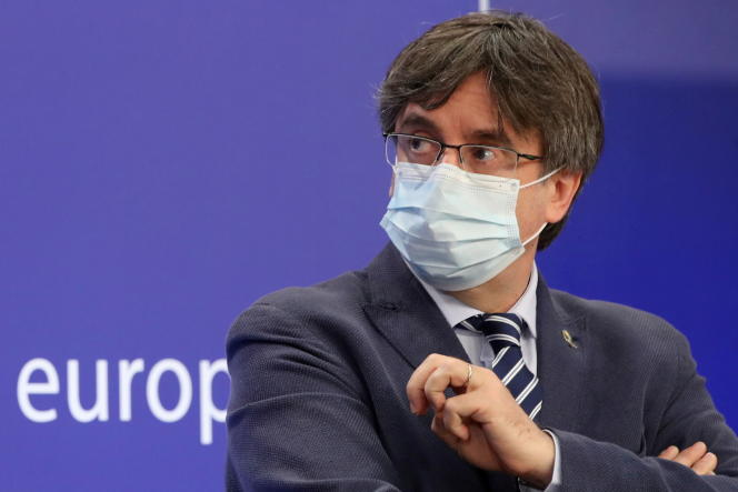 Anggota Parlemen Carles Puigdemont, pada konferensi pers di Brussels, 3 Juni 2021.