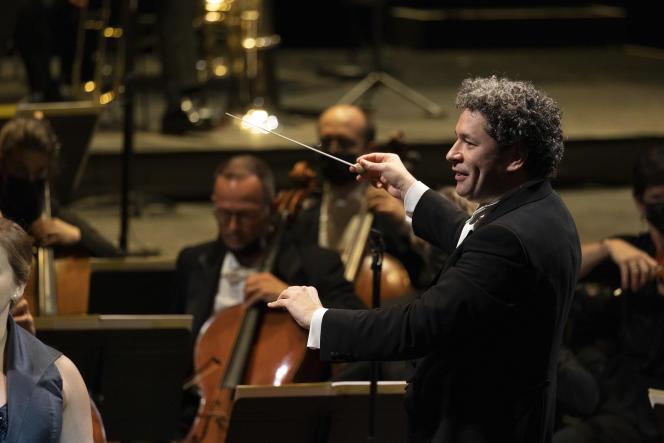 Le directeur musical de l'Opéra de Paris, Gustavo Dudamel, lors du concert inaugural, le 22 septembre 2021, au Palais Garnier.