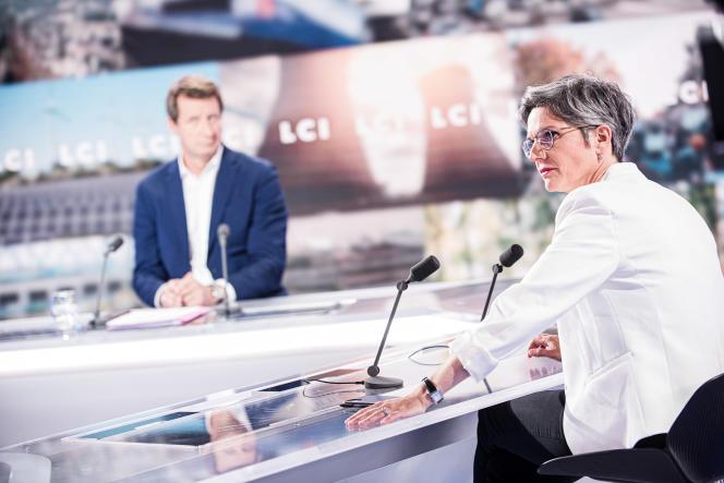 Sandrine Rousseau, lors du débat avec Yannick Jadot sur LCI, à Boulogne-Billancourt (Hauts-de-Seine), le 22 septembre 2021.