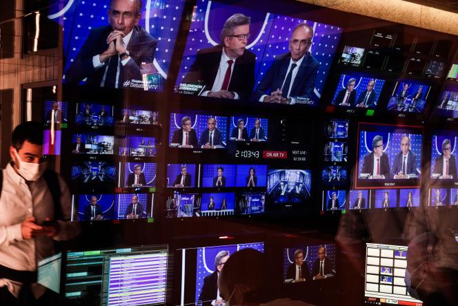 Débat entre le candidat à l'élection présidentielleJean-Luc Mélenchon (LFI) et le polémiste Eric Zemmour sur BFM-TV, le 23 septembre 2021.
