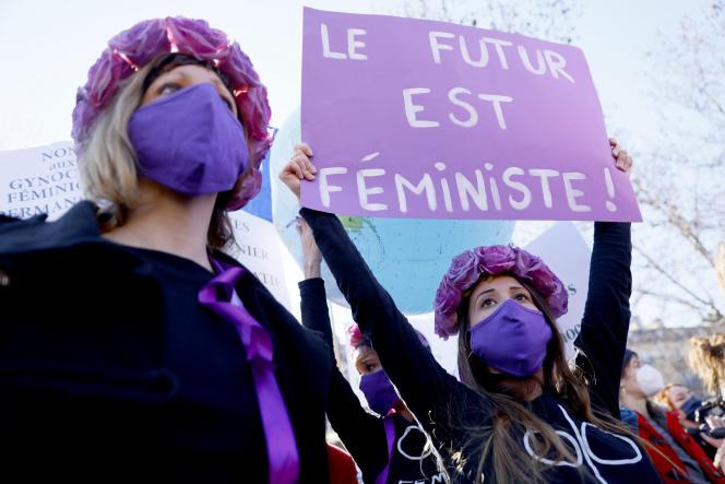 Une manifestante Femen lors d'une manifestation, à la veille de la Journée de la femme, place de la République, à Paris, le 7mars 2021.