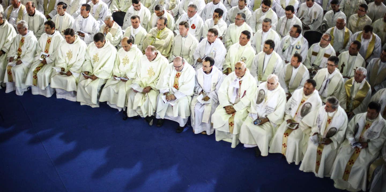 « L'Eglise a été façonnée à la fois par une forte présence de prêtres homosexuels et par un discours très hétéronormatif »