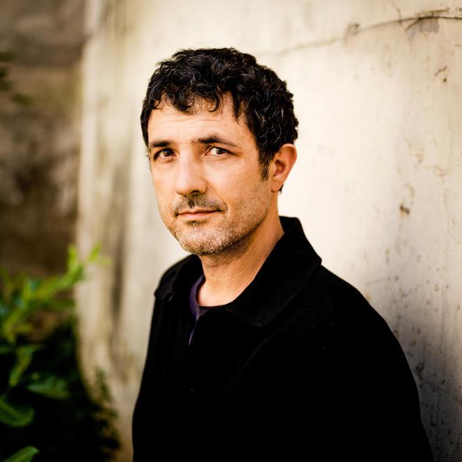 Le chanteur et musicien Albin de la Simone, à Paris, en juillet.