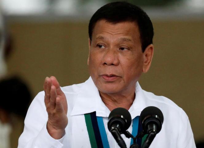 Presiden Filipina Rodrigo Duterte saat upacara di Quezon City, 26 Oktober 2017.