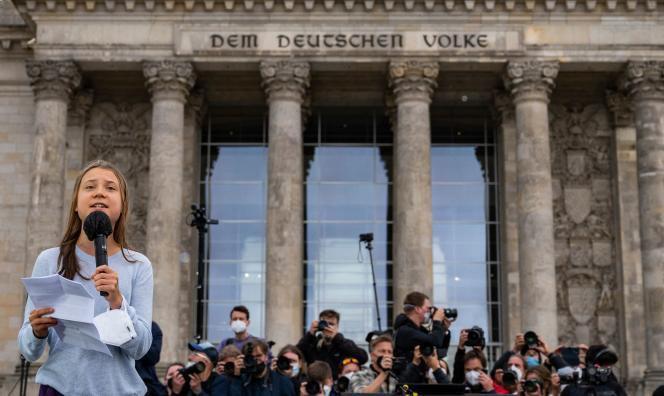 Η Σουηδή ακτιβίστρια Γκρέτα Τούνμπεργκ ήρθε να συμμετάσχει στην «κλιματική απεργία» μπροστά από το Ράιχσταγκ στις 24 Σεπτεμβρίου στο Βερολίνο